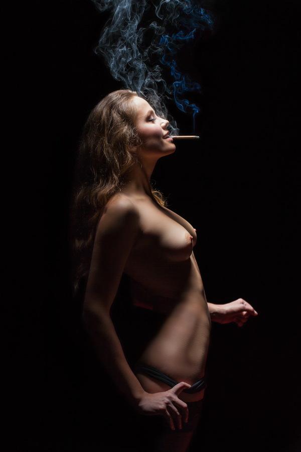 Gentle plume of smoke by Oleg Tolchin